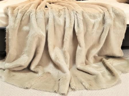 Honey Blonde faux Fur Throw